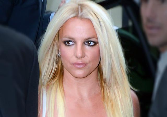 Судья удовлетворил запрос Бритни Спирс на выдачу временного запретительного ордера против её экс-менеджера Сэма Латфи