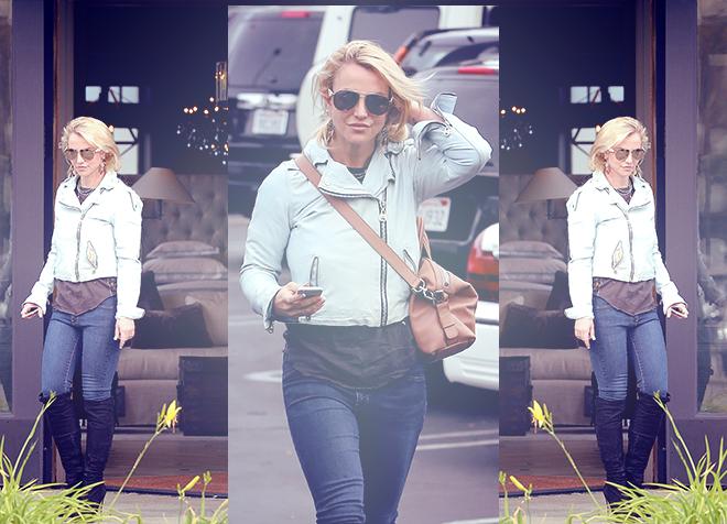 December 10 - Britney Shopping For Christmas