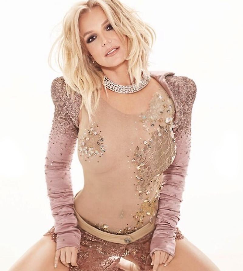 Britney in naked shower spear