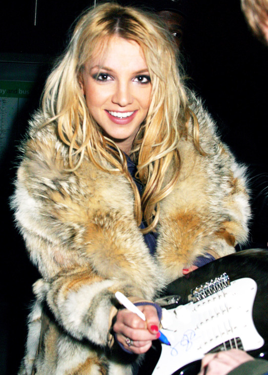 Photo from the archive:Britney signing autographs